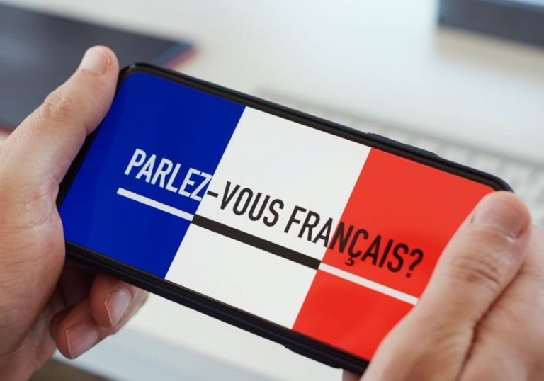 French beginner online class image of phone with parle-vous